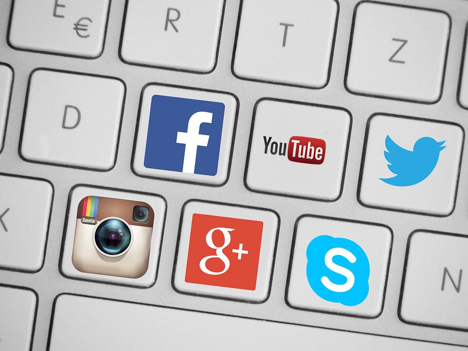 "Social Media – Nutzerzahlen in Deutschland 2016 | Christian Buggischs Blog<br><img class=""text-align: justify"" src=""https://bildungswissenschaftler.de/wp-content/uploads/2013/07/theorie_120.png"" alt=""theorie_120"" width=""120"" height=""19"" /><img class=""text-align: justify"" src=""https://bildungswissenschaftler.de/wp-content/uploads/2013/07/verweis_120.png"" alt=""verweis_120"" width=""120"" height=""19"" />"